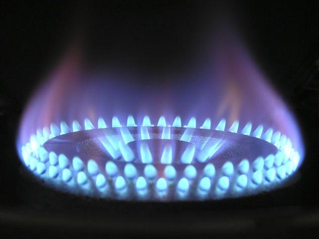 Gasbrenner Flamme erhitzt Durchlauferhitzer